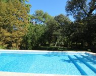VAUCLUSE. Near a village old restored mas with 2 guest houses and a pool