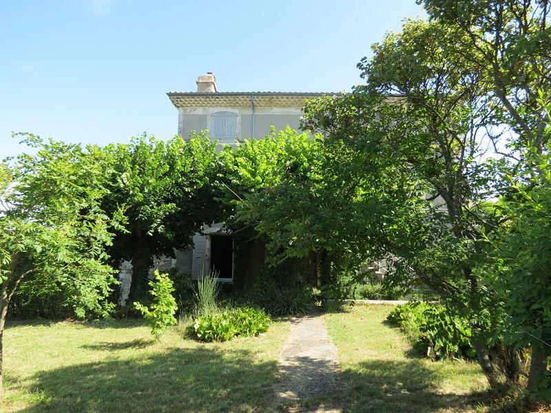 Acheter grande maison noble a restaurer proche village for Acheter maison drome