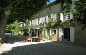 Gard. 15mn from Avignon, in a village with shops, old mas nicely restored