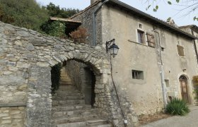 DROME PROVENCALE, Near Montélimar, old village house to be restored
